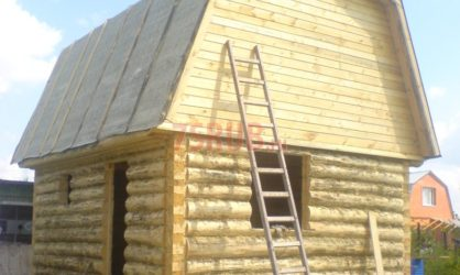 Сруб бани 4 на 5 с ломаной мансардной крышей
