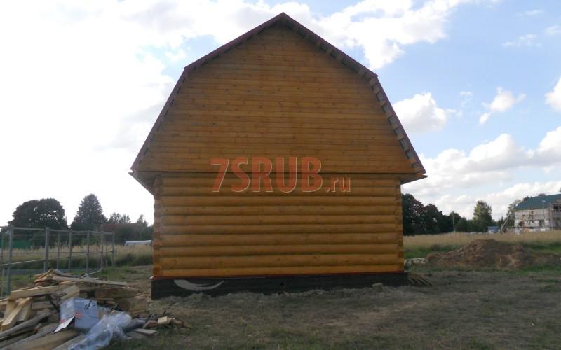 Сруб бани 6 на 6 метров с двускатной мансардной крышей