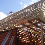 Сруб дома 6 на 6 метров с верандой и ломаной крышей(3)