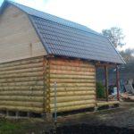 Сруб дома 4 на 6 метров с верандой и ломаной крышей(2)