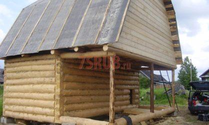 Сруб дома 3 на 6 с верандой и ломаной крышей