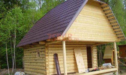 Сруб дома 3 на 5 с верандой и ломаной крышей