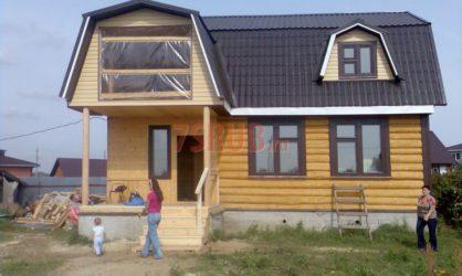 Сруб дома 5 на 5 с верандой и ломаной крышей