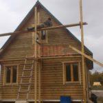 Реализованный сруб дома 6 на 6 с мансардной двускатной крышей