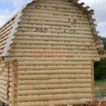 Реализованный сруб дома 4 на 4 с ломанной мансардной крышей