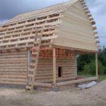 Реализованный сруб дома 6 на 6 с верандой и ломаной крышей