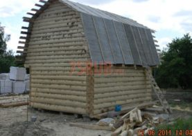Сруб бани 3 на 6 с ломаной мансардной крышей