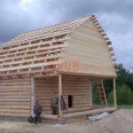 Сруб дома 4 на 6 метров с верандой и ломаной крышей(4)